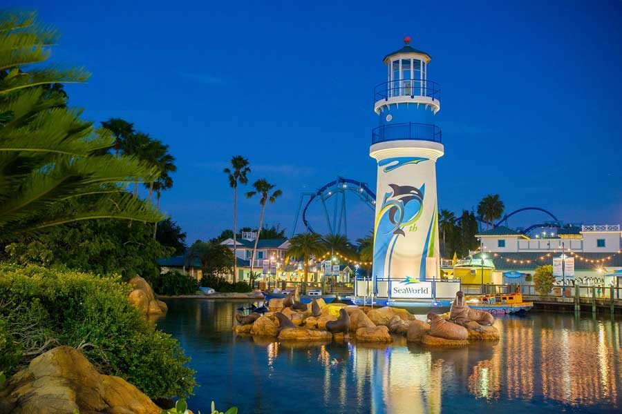 SeaWorld Entrance 900x600pxl