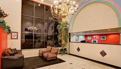 Howard_Johnson_Express_Lakefront_Park_Lobby_01