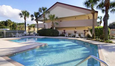 Red_Roof_Inn_Orlando_Pool_01