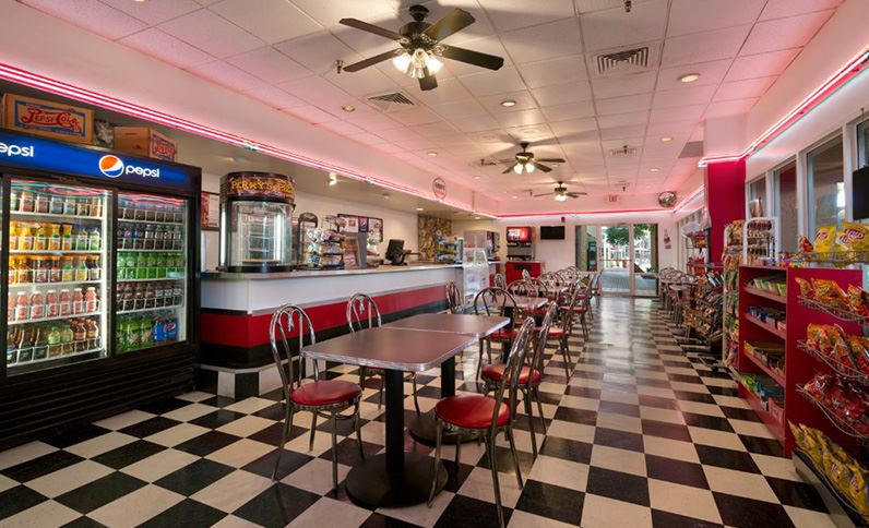 Deli-area-of-ramada-kissimmee-gateway-hotel