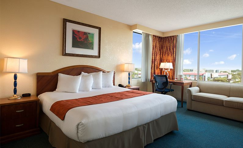 Standard-parking-view-room-at-ramada-kissimmee-gateway-hotel