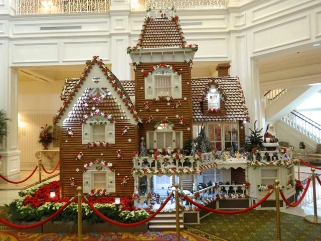 Grand Floridian Gingerbread House 2013 - 02