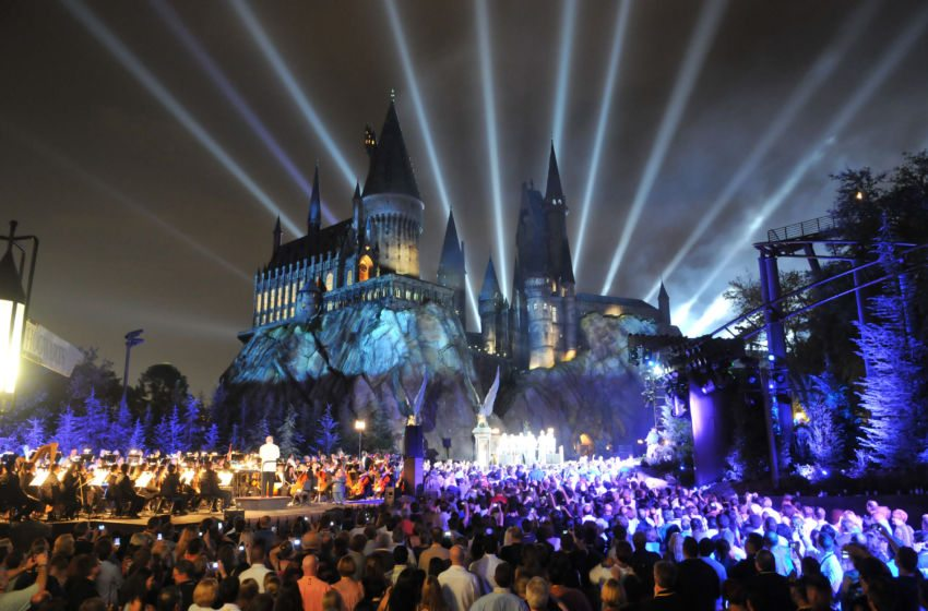 resources_digitalassets_hogwarts-at-night-850x560